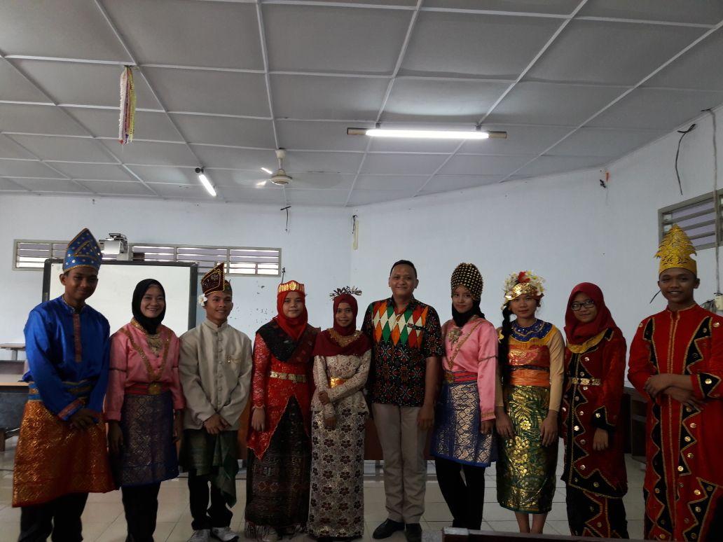mahasiswa_pakaian adat